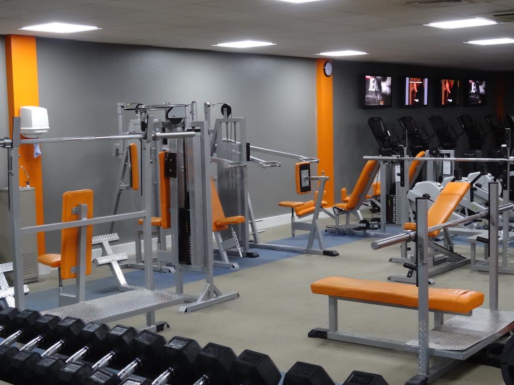 carrefour gym. Black Bedroom Furniture Sets. Home Design Ideas